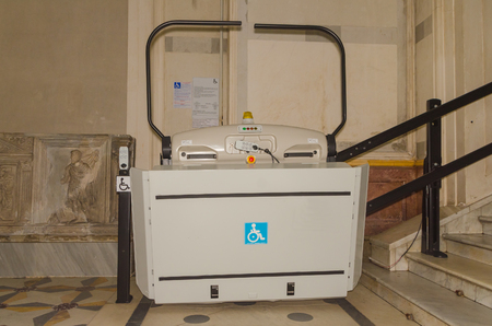 Electric lift for wheelchair users in the transition to the stairs Imagens - 96360996