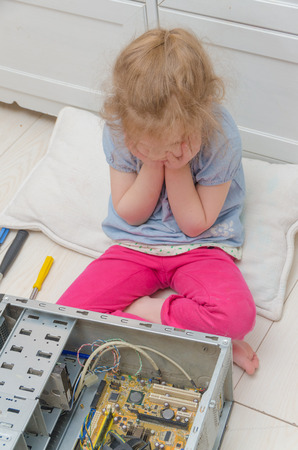 the girl, the child thought about what is the cause of the failure, repairs the computer system unit