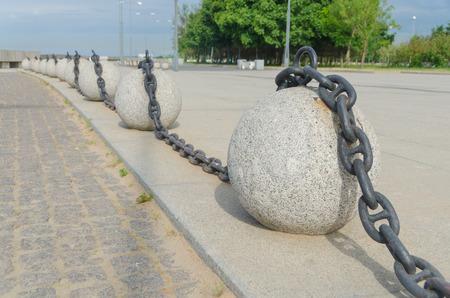 the decor of the promenade, a stone circle chain Imagens