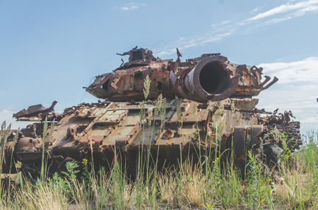 lined with rusty military tank, artillery, tracked, in the field on a Sunny day Stock fotó - 104124219