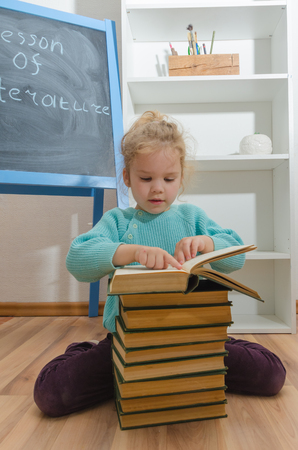 girl, child, elementary school student with a book Stock Photo - 104590948