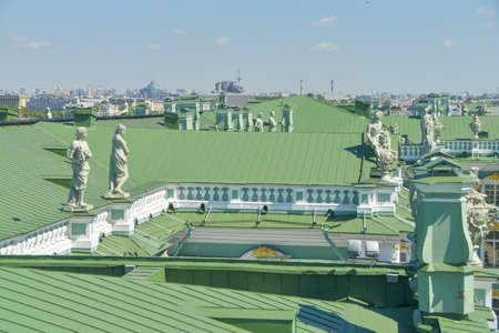 the metal green roof of the Hermitage 新聞圖片