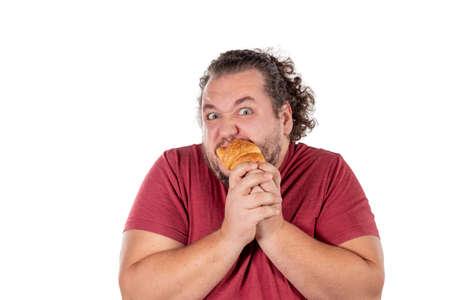 Funny fat man eating croissant Standard-Bild - 113597589