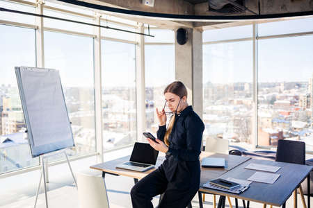 Corporate meetings, Business team organizations and investment plans at working with new startup project with chart, graph and business accessories at workplace. Banque d'images