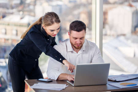 A female manager in her own office talks about a successful new business plan for economic development to her mentor teacher. Office work Standard-Bild
