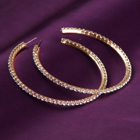 golden earrings Stock Photo - 15764525