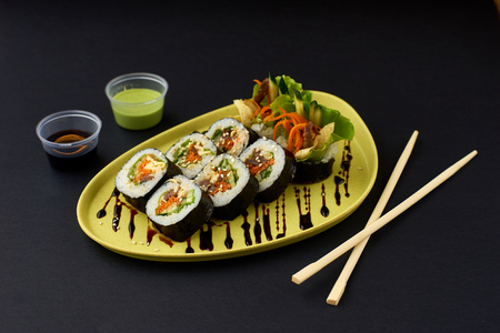 legumbres secas: Gimbap. Arroz coreano de algas y arroz Foto de archivo