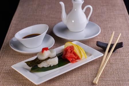 noix saint jacques: Sushi nigiri with scallop