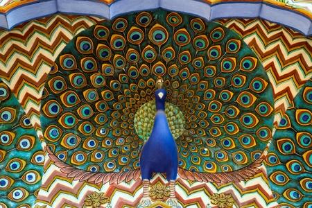 pavo real: Obra de arte en City Palace Jaipur, Rajasthan, India Foto de archivo