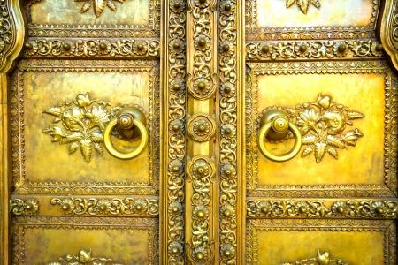 シティ パレス ジャイプール、インドで黄金のドア