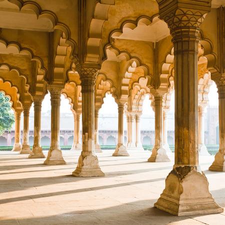 アグラ砦アグラ、ウッタルプラデーシュ州、インドで柱の美しいギャラリー 写真素材