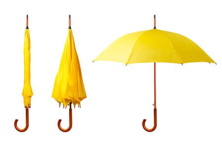 Set di ombrelli gialli isolato su sfondo bianco