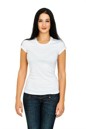 白い背景に分離された空白の白い t シャツに魅力的な若い女性 写真素材