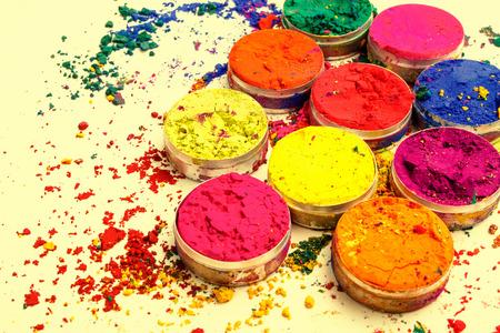 カラフルなインドの粉