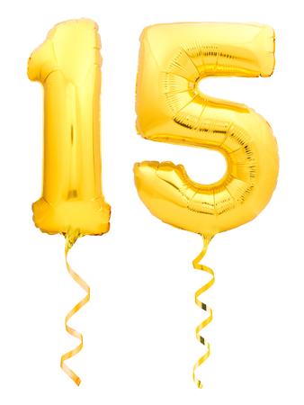 Złoty numer 15 piętnaście wykonany z nadmuchiwanego balonu ze złotą wstążką na białym tle