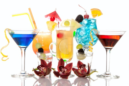 vermouth: Popular alcoholic cocktails composition. Many cocktail drinks Blue hawaiian, mai tai, tropical  Martini, tequila sunrise, margarita, decorated orchids, cherry, lime, lemon, straw, umbrella isolated on a white background Stock Photo