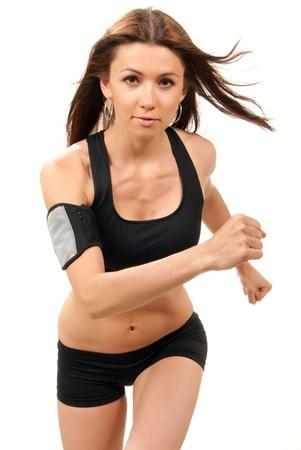 Slanke fitness vrouw op dieet joggen, hardlopen in de sportschool met gespierde abs, armen, benen op een witte achtergrond
