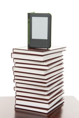 Digitale e-boeken lezen Apparaat Tablet weergeven Technologie over stapel boeken