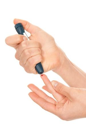 Diabetes diabetische begrip vingerprik voor glucose suiker meten van niveau bloedtest op een witte achtergrond Stockfoto