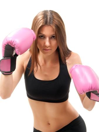 Bella mujer de boxeo guantes de Rosa cuadro listo para atacar aisladas sobre fondo blanco  photo