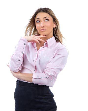 modelos posando: Joven mujer de negocios exitosa pensando y mirando a la esquina de tela casuales aislados sobre un fondo blanco Foto de archivo