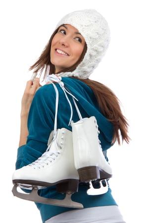 patinaje sobre hielo: Mujer bonita de patinaje sobre hielo invierno la actividad deportiva en la tapa blanca facial sonriente close-up aislados en un fondo blanco