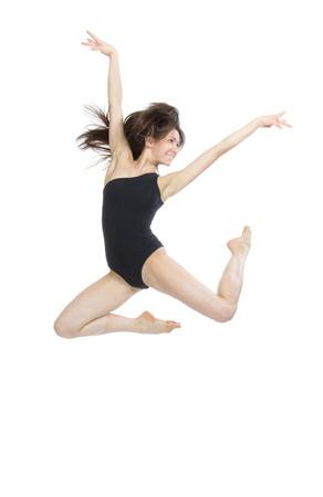 slanke jazz moderne eigentijdse stijl vrouw balletdanser springen geïsoleerd op een witte achtergrond studio Stockfoto