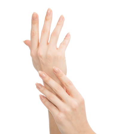Mooie vrouw handen met french manicure nagels geïsoleerd op een witte achtergrond