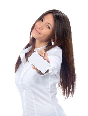 show of hands: Donna di affari che mostra la scheda in bianco o il display del telefono cellulare mobile su uno sfondo bianco. Focus sulla mano