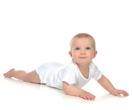 nackter junge: New geboren 8 Monate Säugling baby boy liegend glücklich lächelnd auf einem weißen Hintergrund
