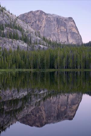 Yellowjacket Lake and Sugarloaf Mountain Фото со стока