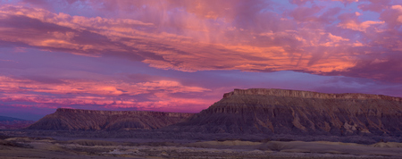 North Caineville Mesa at Sunrise Фото со стока