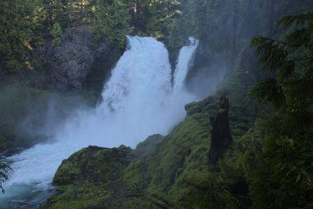 Sahalie Falls Фото со стока - 79082297