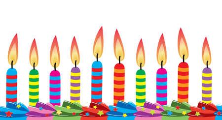 torta panna: riga di compleanno candele sulla torta