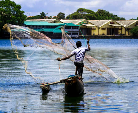 sri lanka: Sri Lankan fisherman casting net