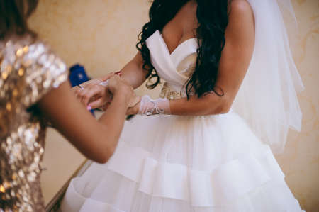 The beautiful bridal jewelry for the bride
