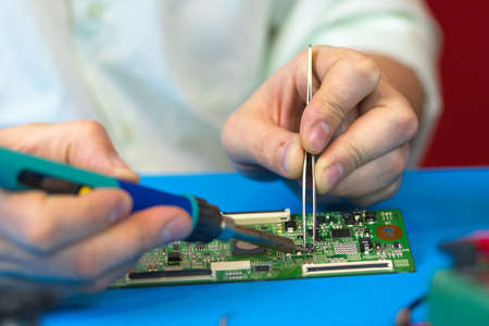 Soldering of electronic smd-components with a soldering iron with ceramic heater and adjustable temperature closeup