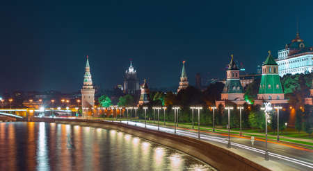 Kremlin embankment in Moscow and old historical buildings Foto de archivo