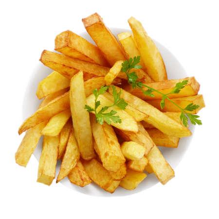 papas fritas: Plato con papas fritas franc�s aisladas sobre fondo blanco