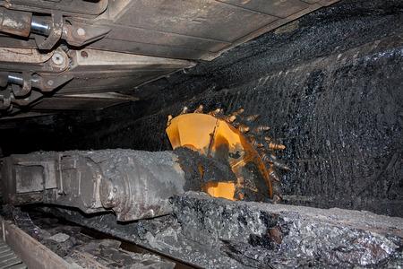 切削ドラム回転による石炭採掘機 写真素材