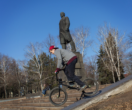 makeevka: Makeevka, Ukraine - February, 22, 2015: Extreme stunts on the background of the monument to Lenin