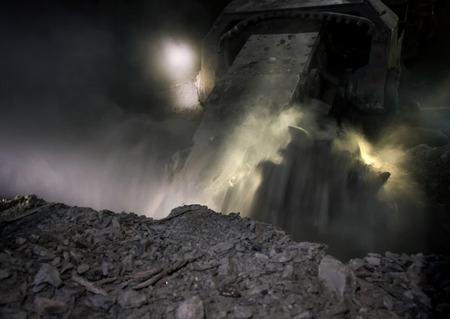 carbone: L'estrazione del carbone mietitore mentre lavorava ad una profondit� di circa 700 metri di profondit�