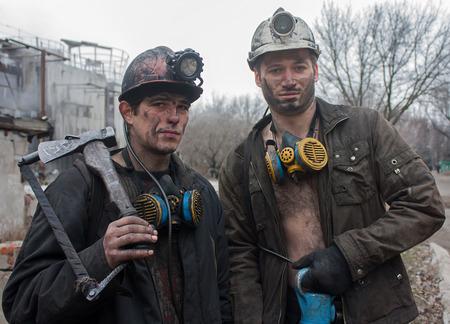 mineros: Gorlovka, Ucrania - febrero 26, 2014: Los mineros m�o llamado Kalinin despu�s de turno de trabajo