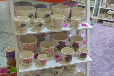 articles: Ceramic articles for gardening on the rack