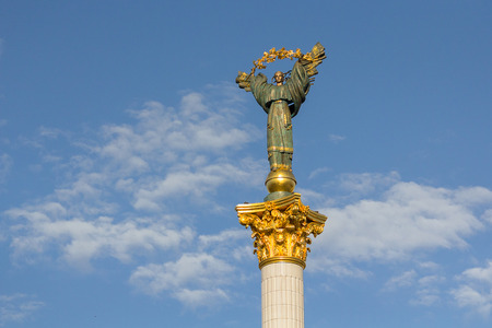 angel de la independencia: Independence Monument in Independence Square. Kiev, Ukraine