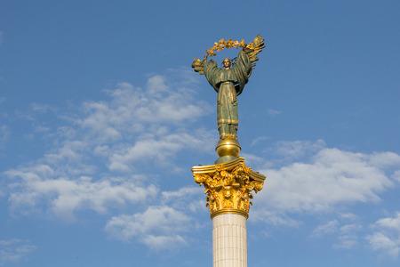 angel de la independencia: Monumento de la Independencia en la Plaza Independencia. Kiev, Ucrania