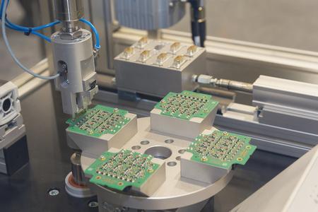 Robotic production of electronic components. Industry Foto de archivo - 106551308