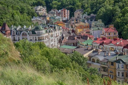 Roofs of colorful beautiful houses surrounded by trees. Kiev, Ukraine Standard-Bild