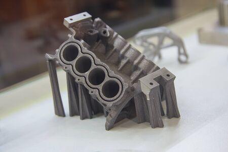 Muestras producidas mediante la impresión de una impresora 3D a partir de un polvo metálico. Tecnología de impresión 3D aditiva progresiva