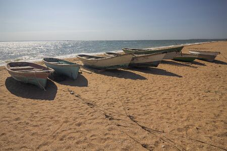Wooden fishing boats on the sandy shore. Crimea Banque d'images - 142149125